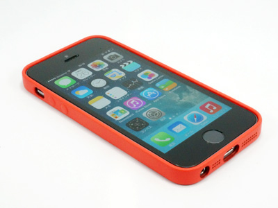 iPhone 5c CaseをiPhone 5cに装着する