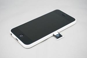 iPhoneにSIMカードを装着する